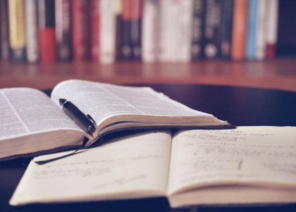 Lån penge til studiebøger og studiecomputer